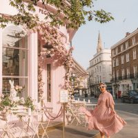 Travel blogger Sarah Kim wearing Dream Sister Jane in front of Peggy Porschen Belgravia | Most Instagrammable Places in London blog post www.fromlusttilldawn.com