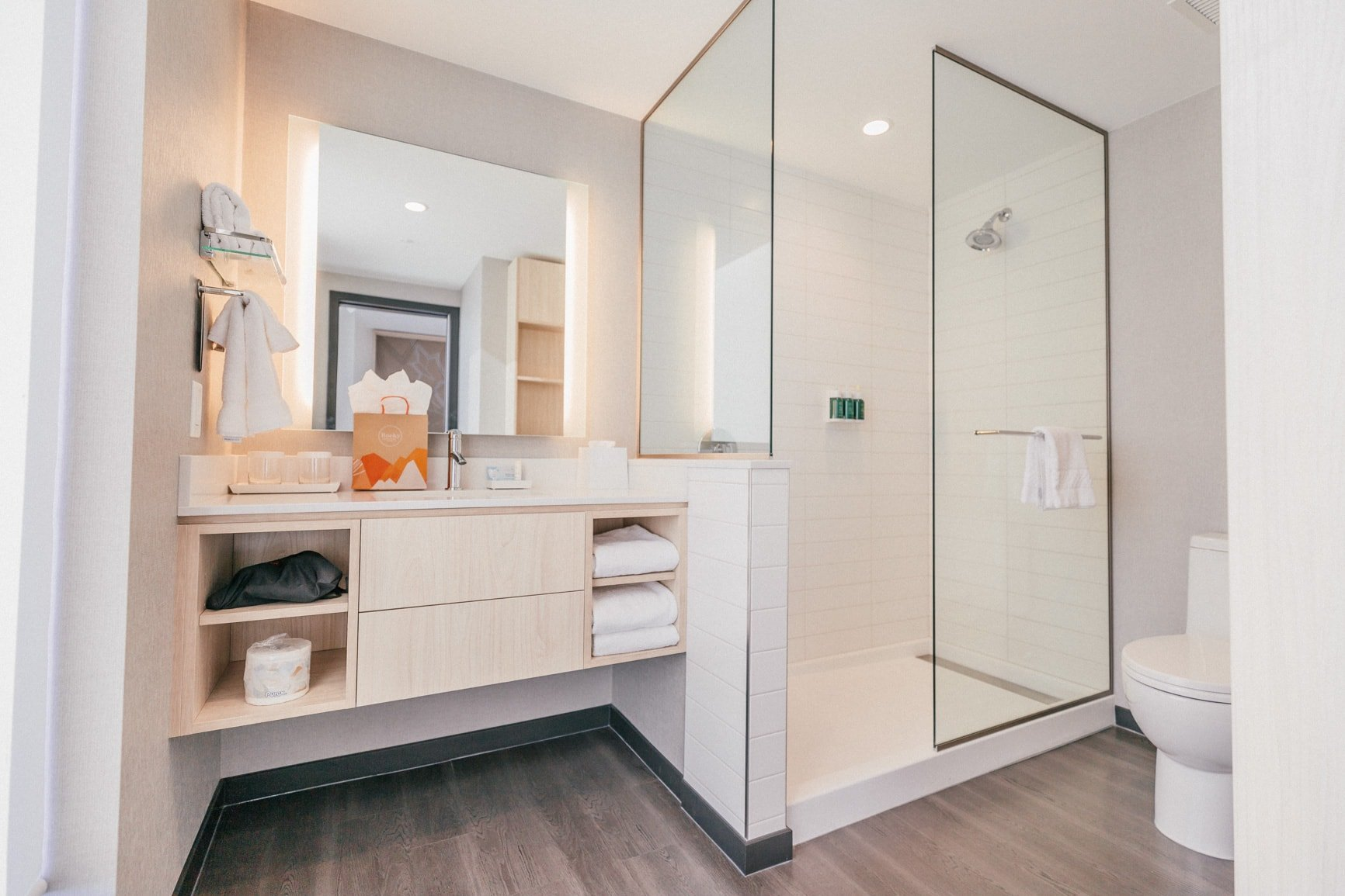 bathroom at the residence inn by marriott downtown calgary | where to stay in calgary