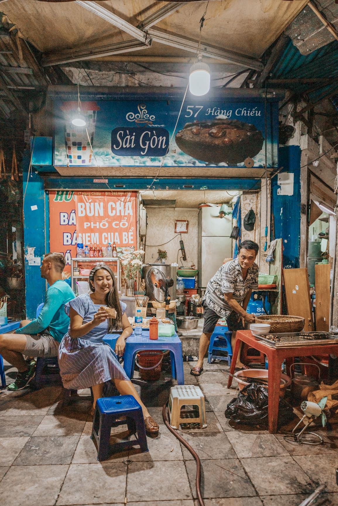 eating street food in hanoi | vietnam travel tips