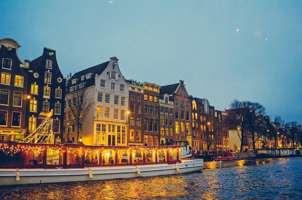 Stroll Quietly Around Jordaan for Valentine's Day in Amsterdam