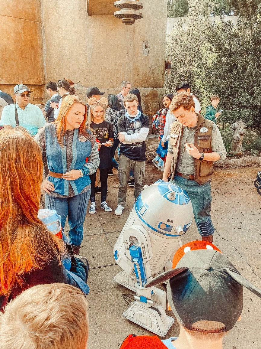 Of all the Disneyland tips to know, if you are a Star Wars fan, then you need to know to get to the park at 7:00AM.