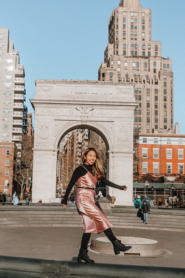 woman at washington square park, one of the best nyc instagram spots